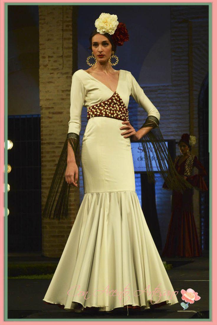 Traje de flamenca blanco y flecado de Aurora Ruiz en Wappissima 2015