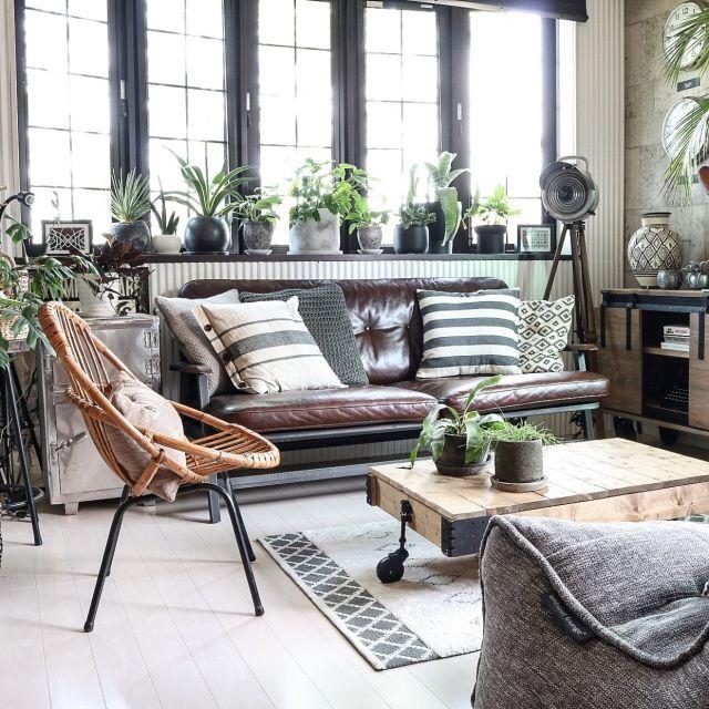 yupinokoさんの、Lounge,観葉植物,アンティーク,DIY,出窓,ニトリ,DIY家具,アンティークライト,男前,セルフリノベーション,Rustic,フランスアンティーク,ラタンチェア,ACME FURNITURE,アメブロやってます♡,インスタやってます♡,トロリーテーブルDIY,ヴィンテージスタイルについての部屋写真