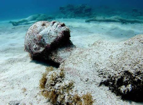 Underwater Slave Sculpture by Jason deCaires Taylor in honor of African…