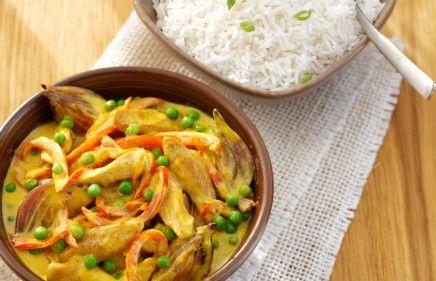 Romige kipkerrie met doperwtjes en rijst (evt sambal en kipbouillon ipv water)