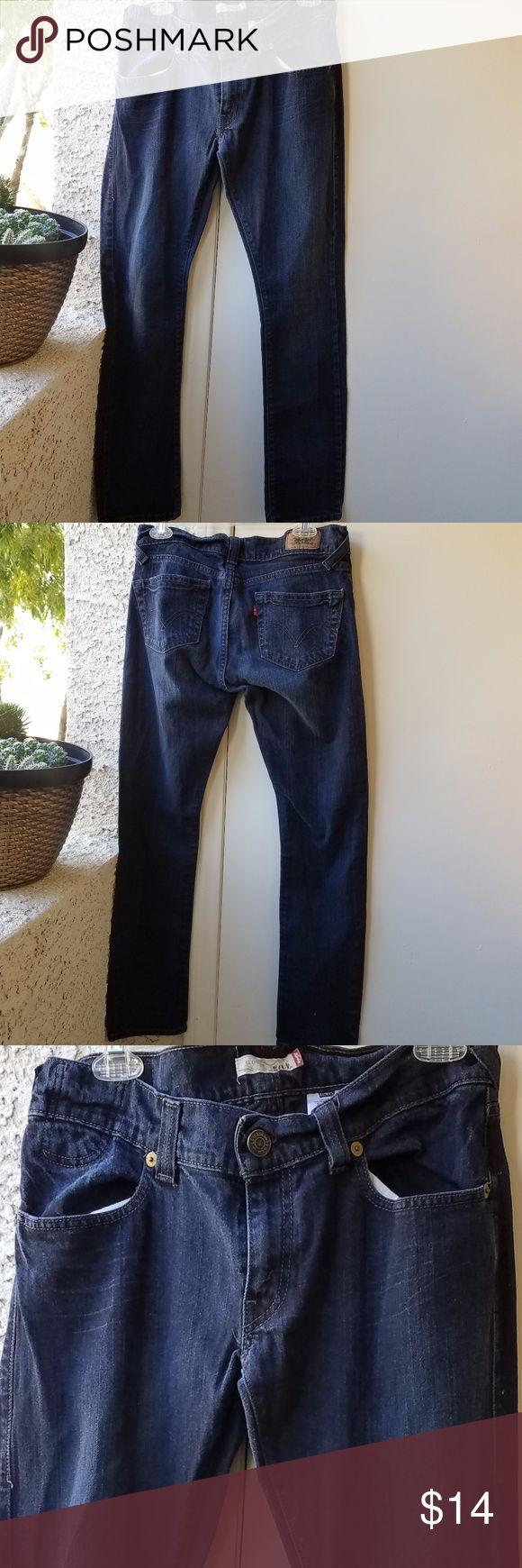 "LEVI'S Slouchy Skinny 504 Women's Dark Wash Jeans 99% cotton 1% spandex Measures 16"" across waist~20"" across hips~31"" inseam Excellent Condition Levi's Pants Skinny"