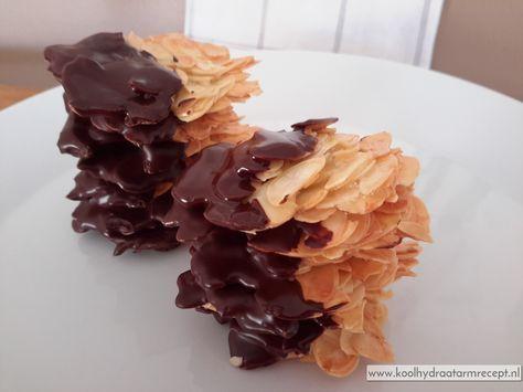 Amandelkoekjes zijn heel simpel te maken maar zo lekker! Krakend krokante, ultradunne amandelkoekjes met of zonder chocola razend lekker...