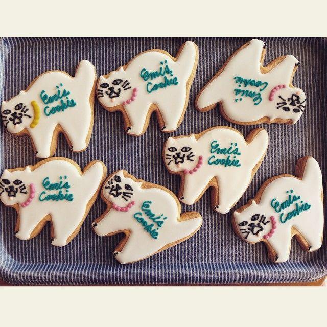 もうクッキーには見えないアートで可愛いデザインのクッキー!アメリカなど海外では昔からお菓子作りの定番で用いられていますが、日本ではウエディング関連の仕事についていた方がその存在を知り、日本にも可愛いクッキーを広めたいとお菓子教室を始めたことで人気に火がついたのもそのひとつです。今では予約待ちでいっぱいになるほど人気のカルチャーとなっています。可愛いすぎて綺麗すぎて食べるのが勿体ない!夢膨らむお菓子です。