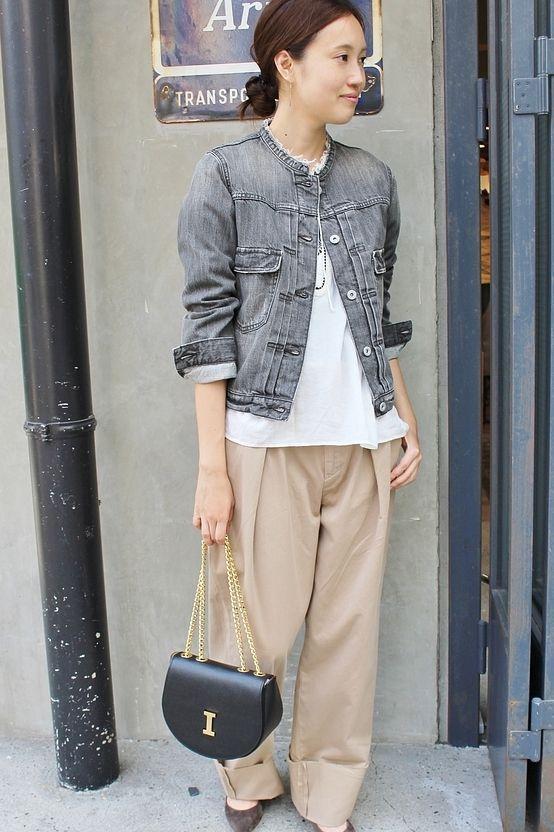 LE DENIM ノーカラーGジャン  ノーカラーのデニムジャケットです。 襟ぐりはカットオフにすることでトレンド感のある仕上がりに。 ノーカラーデザインなので女性らしい印象です。