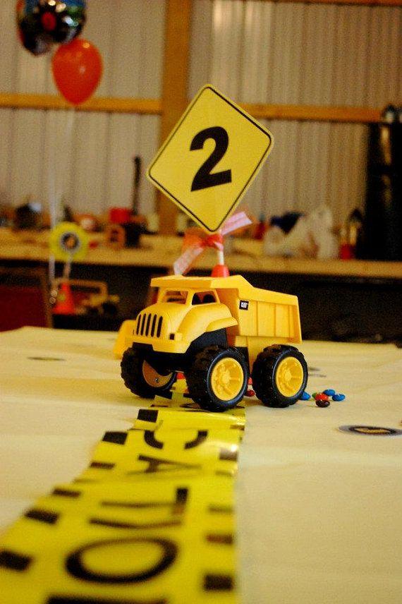 Construcción camión centro de mesa arbol... por southernbellescharm