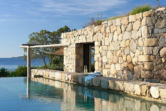 Une bergerie en Corse : un extérieur en pierre plutôt rustique