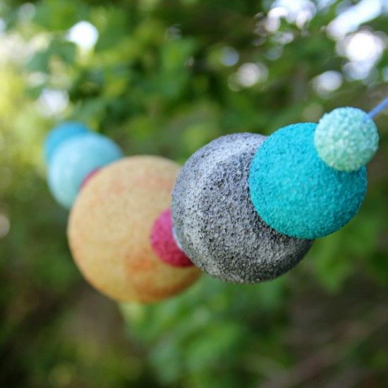 outer space planet garland how to from onecharmingparty.com #outerspaceparty
