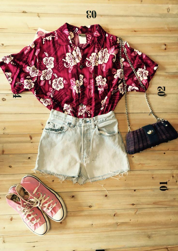 Vintage outfit, levi's 501 Shorts, converse & hawaian shirt! :)