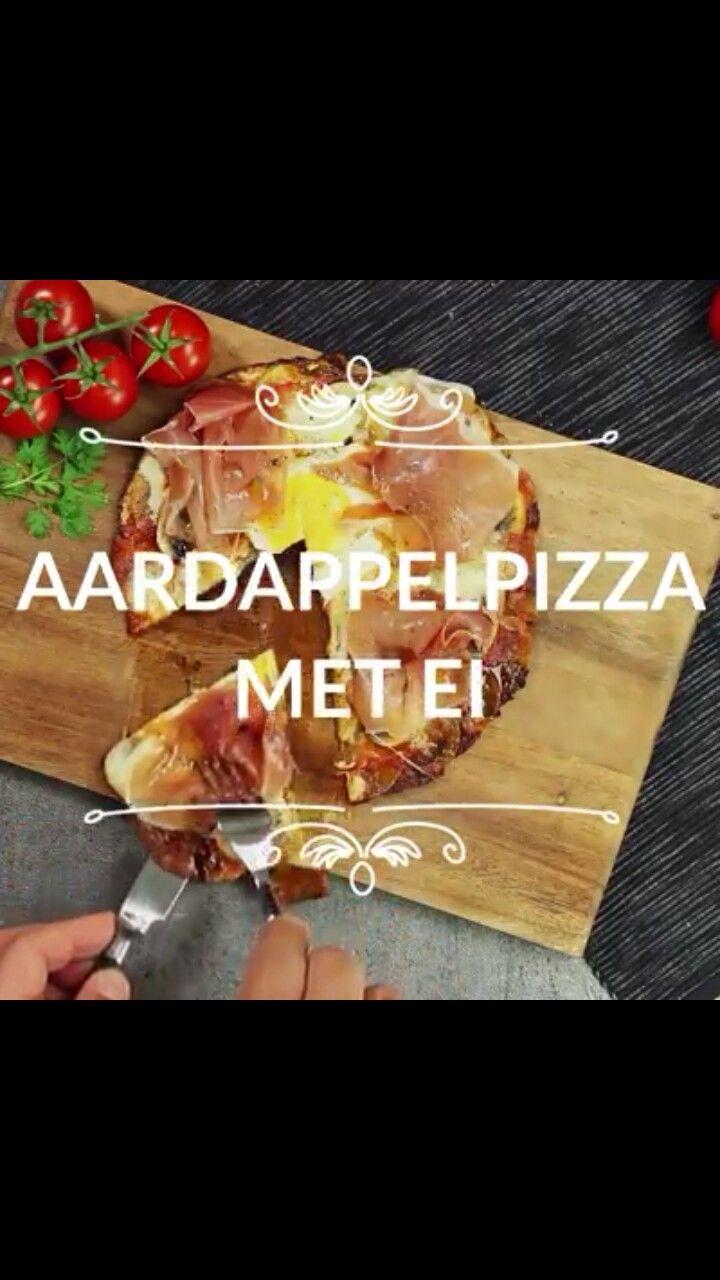 Aardappelpizza, ook erg lekker met courgette als je het koolhydraatarm wilt houden!   Leg dunne plakjes aardappel   in de pan met wat parmezaanse kaas en laat garen, voeg dan wat oregano, tomatensaus en plakjes champignon toen en laat weer garen. (Leg de plakjes champignon alvast in een rondje neer als kuiltje voor het ei)  Leg nu de plakjes mozzarella in het zelfde rondje als de champignon neer, giet het ei in het kuiltje en laat 7 min. garen tot het ei klaar is.  Serveer met wat rauwe ham.