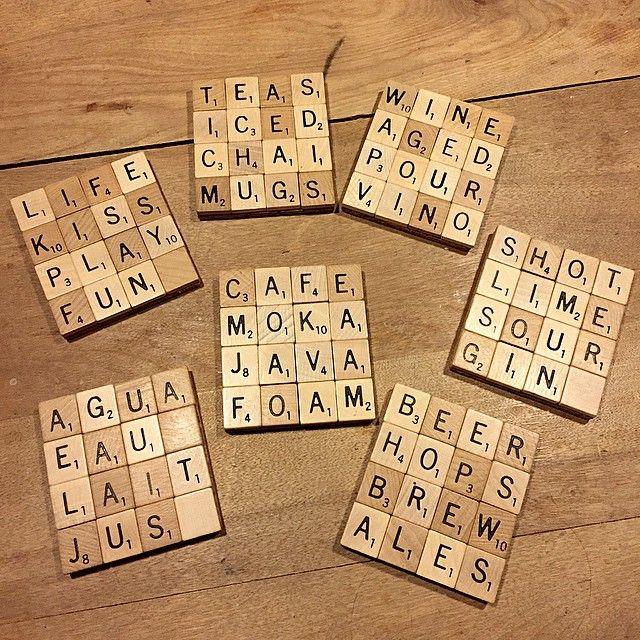DIY du jour : des sous-verres faits avec des tuiles de Scrabble! 😁 #diy #craft #homemade #scrabble #tiles #cork #rustic #wood #coasters #pinterest #formyfuturehome