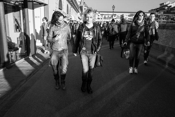 #florence #firenze #street #river #arno #pontevecchio #love #friends #sun #walking #light #shine #sunshine #happiness #fuji #x70 #photography #fujifilm #fujilovers #fujixseries #fujifilmitalia
