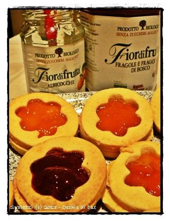 Biscotti occhio di bue!  Buon lunedì!    http://www.svolazzi.it/2013/03/biscotti-occhio-di-buee-torniamo-tutti.html