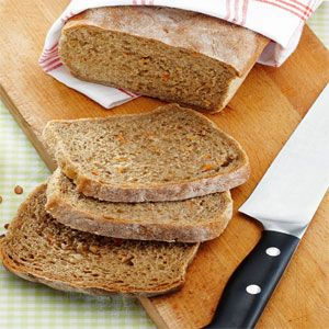 Fylligt rågbröd – 2 bröd 25 g jäst 7 dl rumsvarmt vatten 2 tsk salt 1–2 tsk kummin 2 msk honung eller mörk sirap 2 msk olja eller mjukt mat...