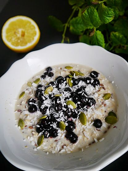 Overnight oats w. blueberries, recipe in blog!