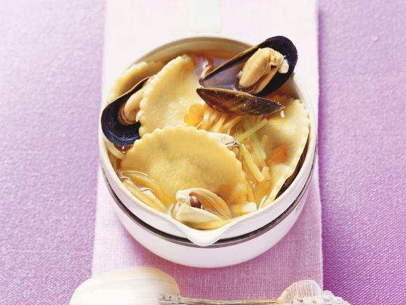 Gefüllte Nudeln mit Miesmuscheln ist ein Rezept mit frischen Zutaten aus der Kategorie Muscheln. Probieren Sie dieses und weitere Rezepte von EAT SMARTER!