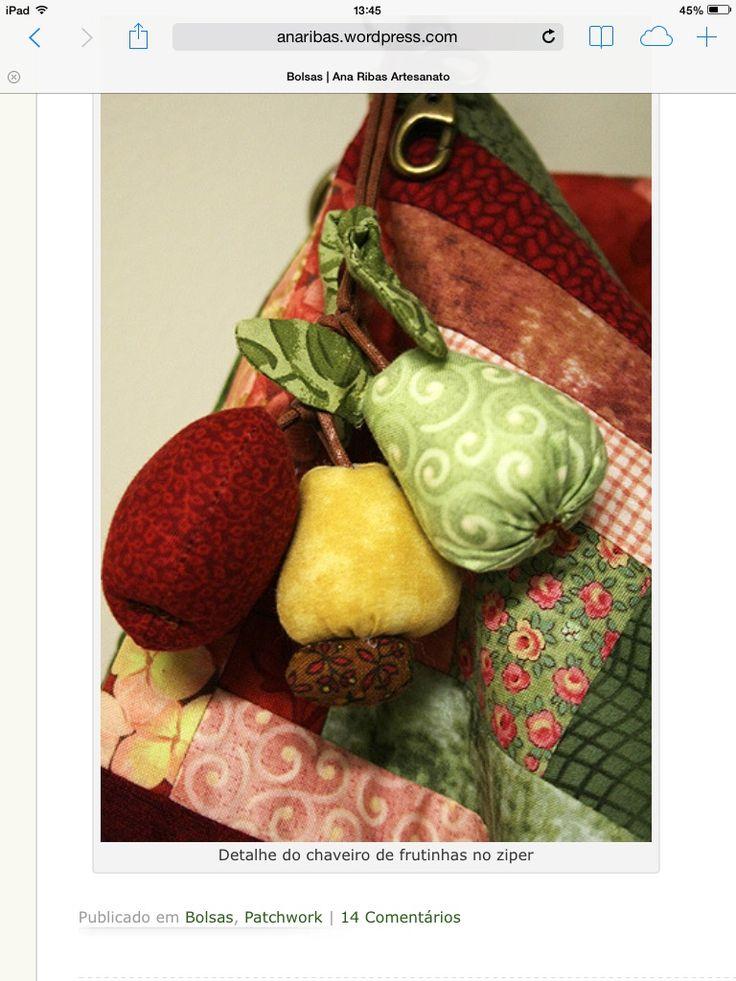 Detalhe de frutas no zíper da bolsa!