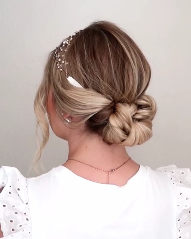 Will you wanna learn how to achieve today's latest uodo hairstyles trends and go to date? View the link below to get more Gorgeous Updo Hairstyles Tutorials Trends 2020! #hairstyles #DIY #tutorials