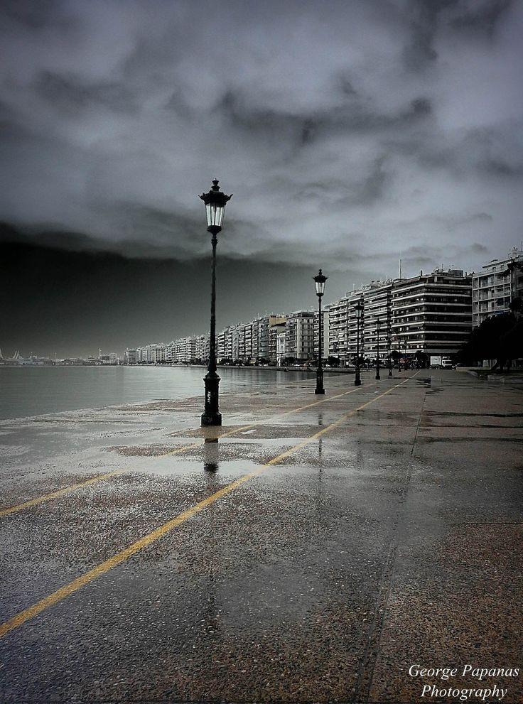 Μια βροχερή μέρα στη παραλία Θεσσαλονίκης... Thessaloniki...