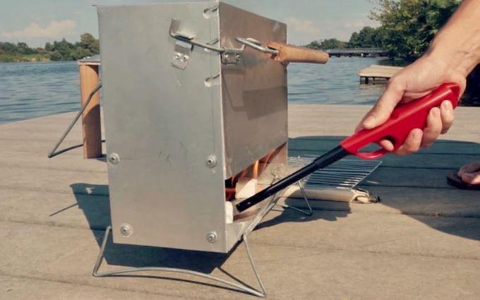 InstaGrill, le barbecue portable prêt à cuire en moins de 10 minutes #Innovation - L'Instagrill, un ingénieux barbecue portable qui fait de la braise en moins de 10 minutes.