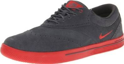 Seasonally relevant upper materials on these mens lunar swingtip SD golf shoes by Nike ensure you stay dry and comfortable when out on the course