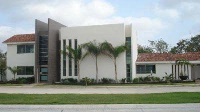 Fachadas de casas Mexicanas: Fachada de moderna residencia mexicana