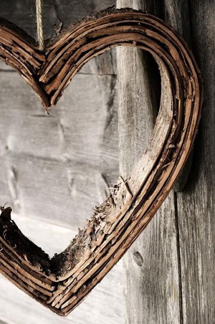 .: Wooden Heart, Woods Frames, Rustic Heart, Bedrooms Design, Heart Shape, Interiors Design, Floors Design, Mosaics Tile, Bedrooms Decor