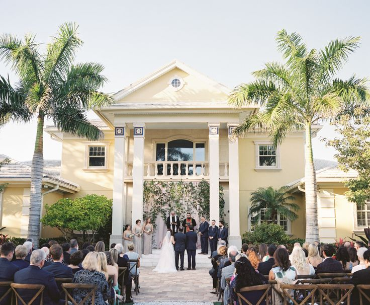 Photography : Justin DeMutiis Photography Read More on SMP: http://www.stylemepretty.com/2016/07/26/luxury-at-home-florida-wedding/