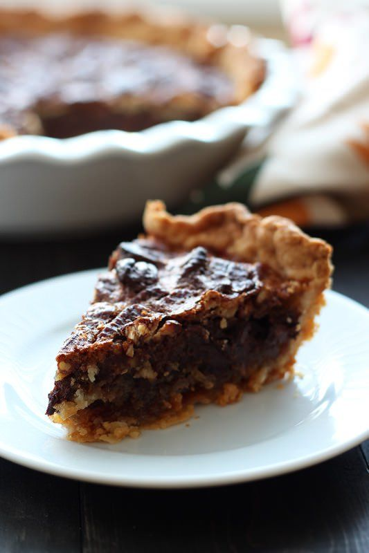 Chocolate Pecan Pie | This recipei s perfect for Thanksgiving and has an ooey, gooey, yet crunchy filling with a buttery and flaky homemade pie crust!