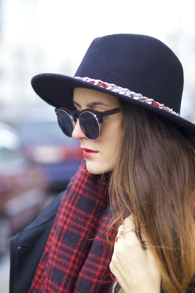 "Ruxandra The ""It"" Girl In Round Flip Up Sunglasses - Vintage Celebrity Sunglasses Eyewear Eyeglasses Glasses Mens Women's"