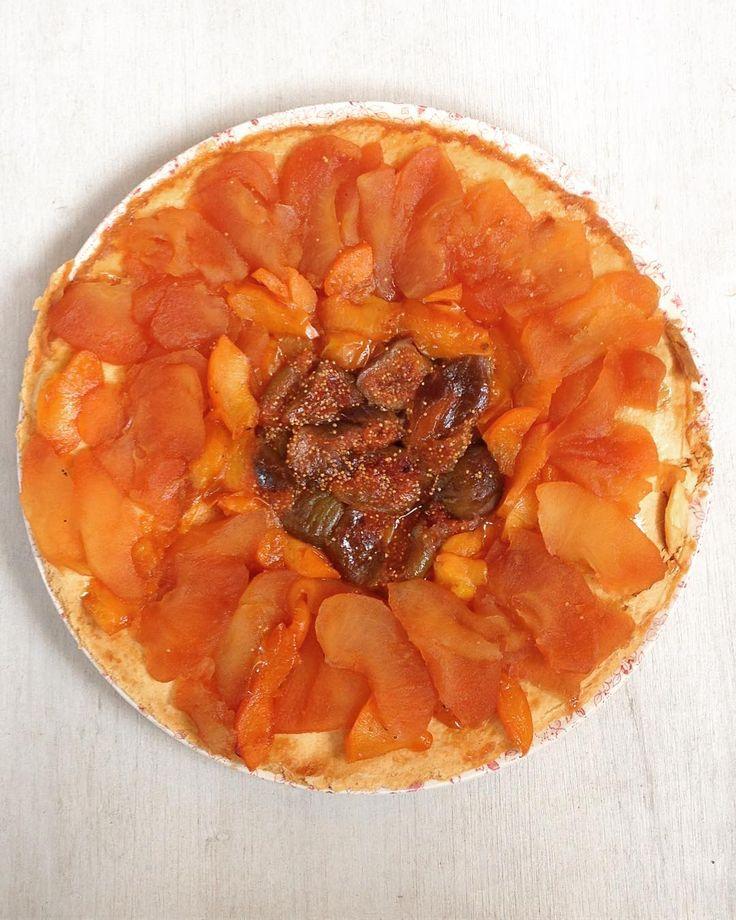 Tarte renversante librement inspirée du dernier @vitalfood_mag  #pie #tarte #pomme #apple #figue #prune #caramel #canelle #gouter #mercredi #miam #bonappetit #instafood #foodporn #gourmandise #homemade #healthyfood