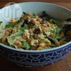 Foto recept: Lauwwarme pastasalade met boursin en cashewnoten Zonder spekjes, of met vega spekjes natuurlijk😀