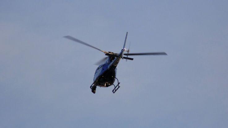 """Helicóptero da TV GLOBO ( AS 350 B2 / PR-HTV / """"Esquilo"""" ) fazendo uma cobertura do trânsito em Niterói-RJ para o Bom Dia RJ Esse dia teve uma manhã complicada na cidade, aconteceram alguns acidentes, que levaram a um grande engarrafamento.  Helicopter TV GLOBO (AS 350 B2 / PR-HTV / """"Squirrel"""") making a traffic coverage in Niterói-RJ for Bom Dia RJ This day had a complicated morning in the city, some accidents happened, that led to a great traffic jam."""