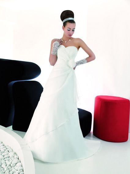 Robe de mariée Style et Passion jamais portée avec jupon et chaussures