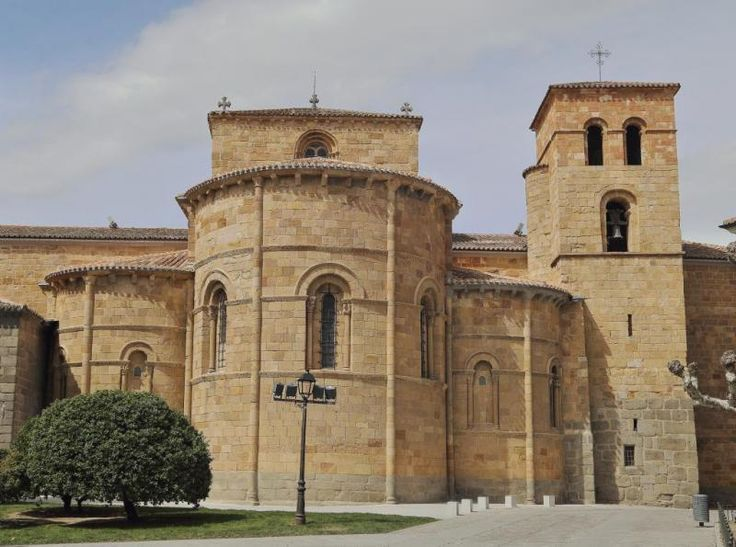 402 best architecture romane images on pinterest for Architecture romane
