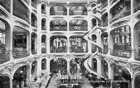 Les Galeries Lafayette en 1900                                                                                                                                                                                 Plus