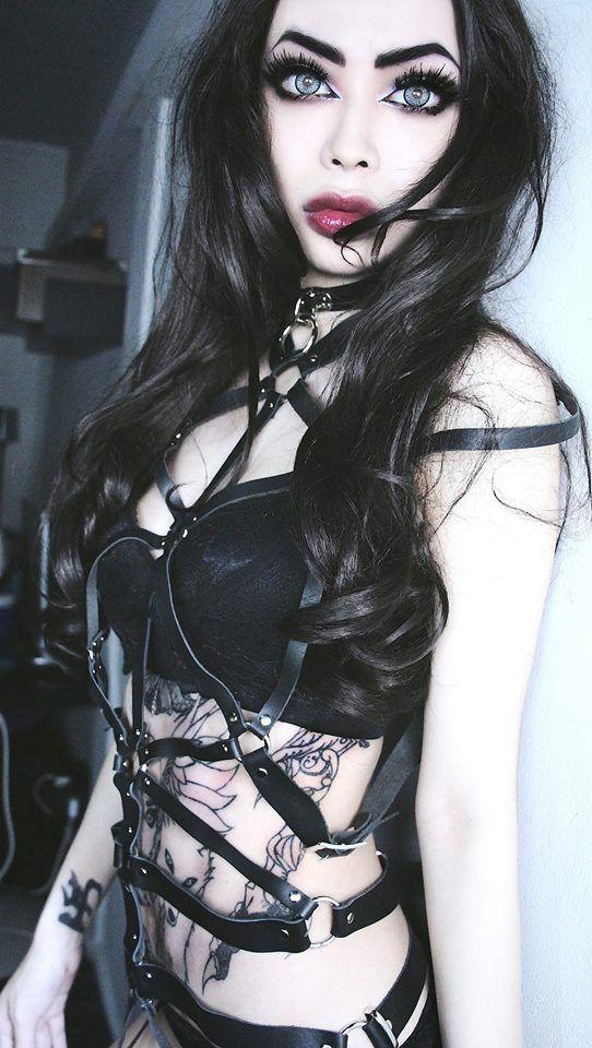 Beautiful goth girl... @rt&misi@.