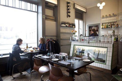 Veranda, restaurant, Guldenvliesstraat 60  2600 Berchem, Antwerp.   Tel: 03/218.55.95