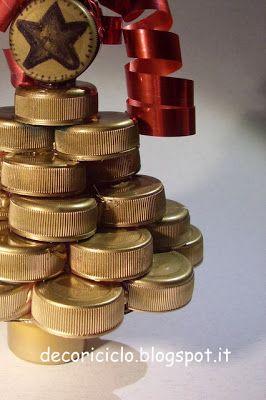 decoriciclo: Decorazione natalizia: Alberello fatto con i #tappi delle bottiglie di #plastica, con #tutorial