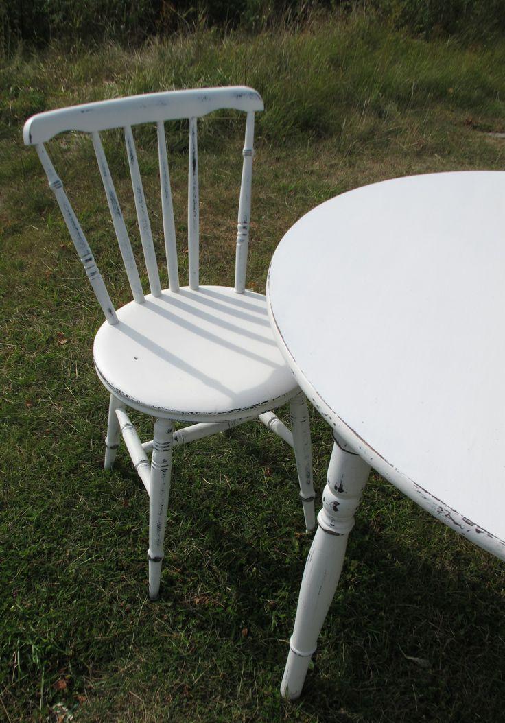 Pinnstol målad i vitt
