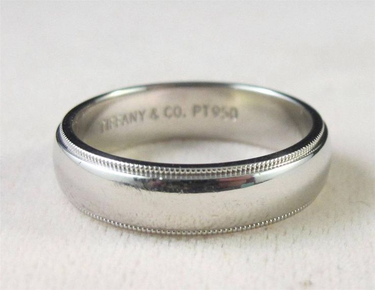 Beautiful Authentic Heavy Tiffany u Company Milgrain Platinum Wedding Band Ring Band