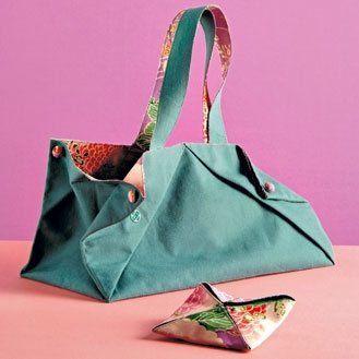 Un simple jeu de pliage, quelques coutures en lignes droites et quatre pressions suffisent à réaliser ce sac très tendance, en tissu ou, plus original, en papier japonais teinté.