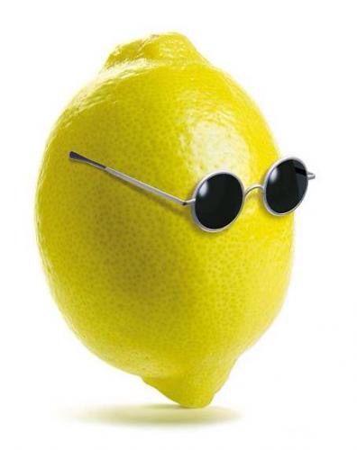 Unas gotitas de limón en un vaso de agua en las mañanas nos ayuda a desentoxicar el cuerpo #detoxlimon