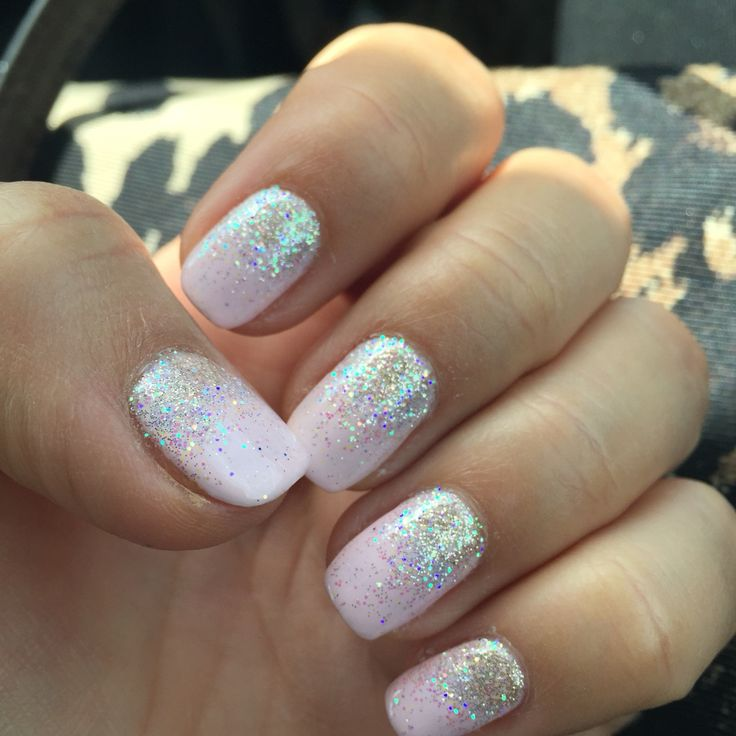 Shellac winter glow with glitter ombré
