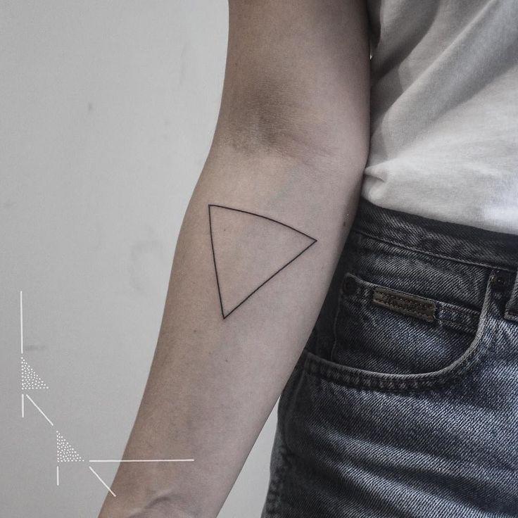 Triangle outline for Ulrike.  #rachainsworth #triangletattoo #berlintattoo #minimaltattoo