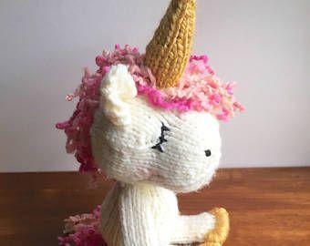 Knitting Pattern Unicorn Blanket : 25+ best ideas about Beginner knitting blanket on Pinterest Knitted blanket...