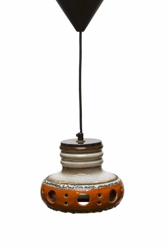 Retro Hanglamp. Keramiek hanglamp! Op zoek naar echte Retro verlichting uit de jaren 60-70? Kom bij Lamplord kijken, webwinkel vol Retro Verlichting.