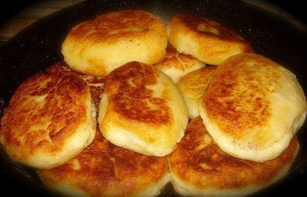Ингредиенты: 500 гр-.нежирной свинины ;1, 5 кг-картофеля;1- луковица ;50 гр.сливочного масла1/2 стакана муки100 гр.растительного масла для обжарки зразсоль, перец — по вкусу  Приготовление: Сви…