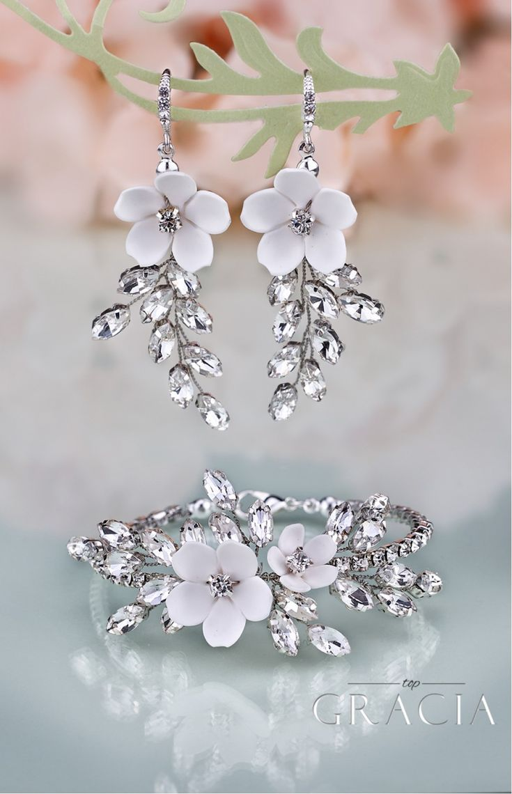 KORINNA Wedding Crystal White Flower Jewelery Set Bridal Earrings And Bracelet by TopGracia #topgraciawedding #bridaljewelry #jewelryset #bridesmaidjewelry