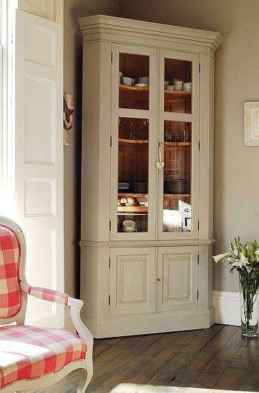 Superior Chalon Display Cabinet