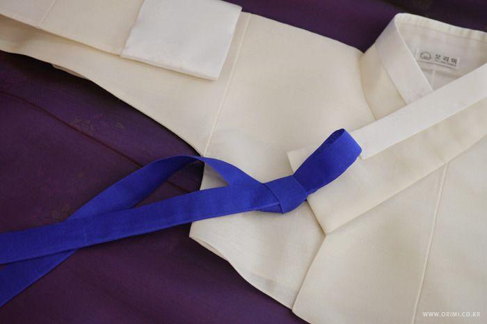 오리미한복 :: 새파란 고름이 포인트인 하얀 저고리에 진한 보라색 치마의 신부한복